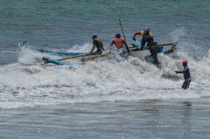 Kapal Tenggelam Tiga Nelayan Berhasil Diselamatkan